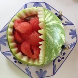 Hai, Wassermelone Hai, Kinder Essen, Kindergeburtstag, Anleitung, Wassermelone schnitzen, lustige Party Idee, Anleitung mit Schritt für Schritt Bildern finden Sie hier http://de.allrecipes.com/rezept/15090/hai-wassermelone-anleitung.aspx