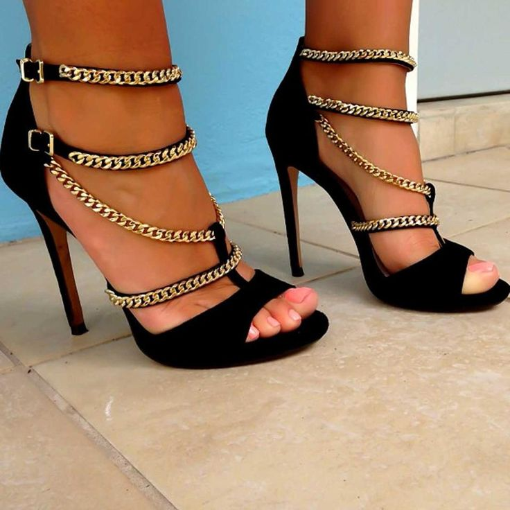 """""""Eight gold chains? Yes, please! These strappy Zara heels are to die for, dahling!"""""""