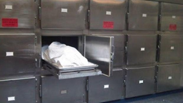 O femeie declarată moartă s-a trezit în frigiderul de la morgă