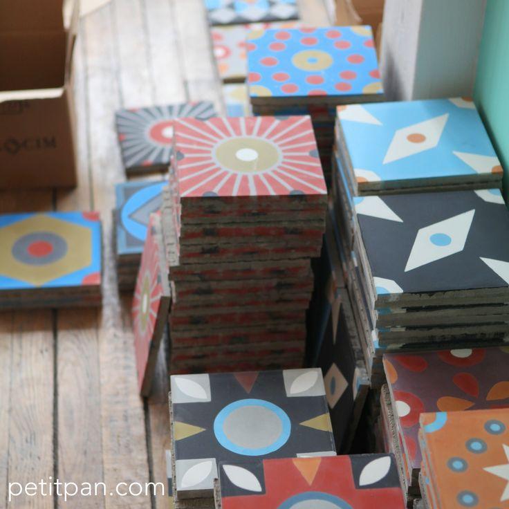 Charbon, outremer, rouge, chamois, caramel.... C'est la jolie palette de couleurs des nouveaux carreaux Petit Pan. http://www.petitpan.com/144-carreaux-de-ciment