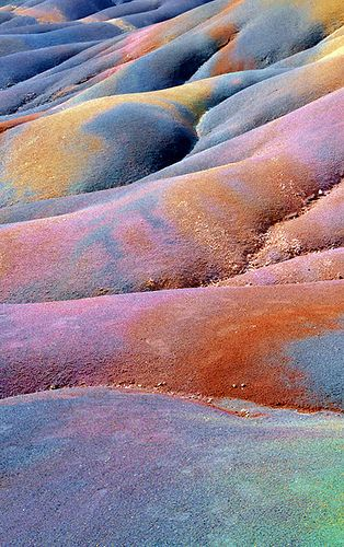 terre des sept couleurs. DUDE it's the rainbow valley place from DragonTales!