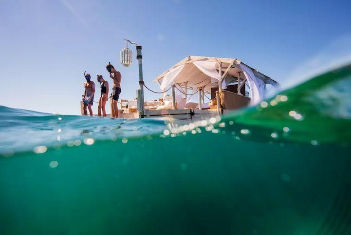 Casa plutitoare Închirieri oferă un sejur ca nimeni altul pe Australia Marea Barieră de Corali - My Modern Met