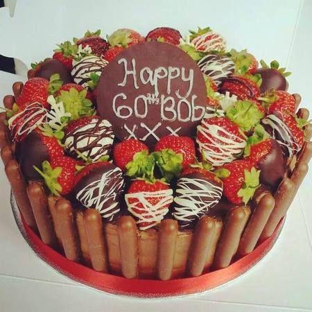 Selamat ulang tahun... Kue cokelat berhiaskan buah strawberry seperti ini sangat cocok jika dijadikan kue surprise untuk orang tercinta yang sedang ulang tahun.