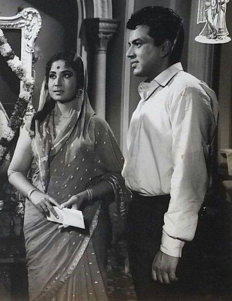 Meena Kumari and Dharmendra