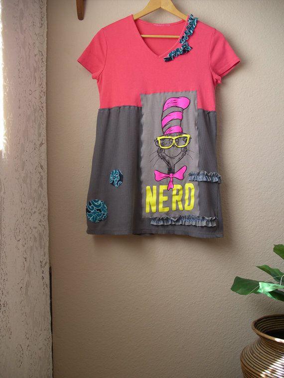 Verkauf Hipster T Shirt Tunika / Upcycled Dr. Seuss Top / tragbare Kunst / Funky Nerd Shirt / Klein - Mittel