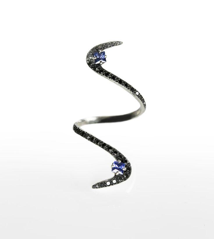 (kashmir) sapphire 'n black diamond 'S' ring | Paola van der Hulst