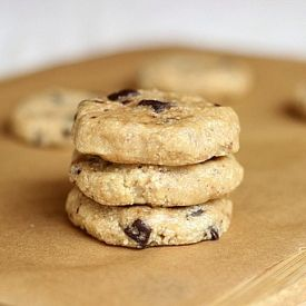 Raw Chocolate Chip Cookies...a delicious, no-bake treat with only six ingredients that's both easy and healthy!