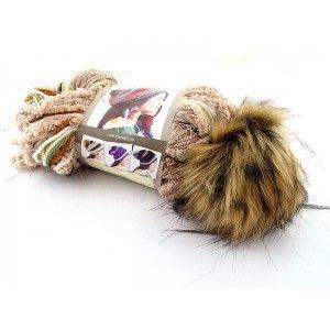 Multibarwna przędza, z której powstaje unikatowa czapka. Gotowy pompon jest częścią motka włóczki. Bardzo miękka i przyjemna w noszeniu.