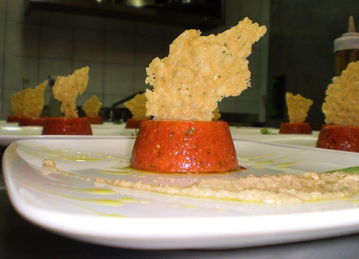 Sformatino freddo di peperoni e basilico con croccante di parmigiano e crema di acciughe 02