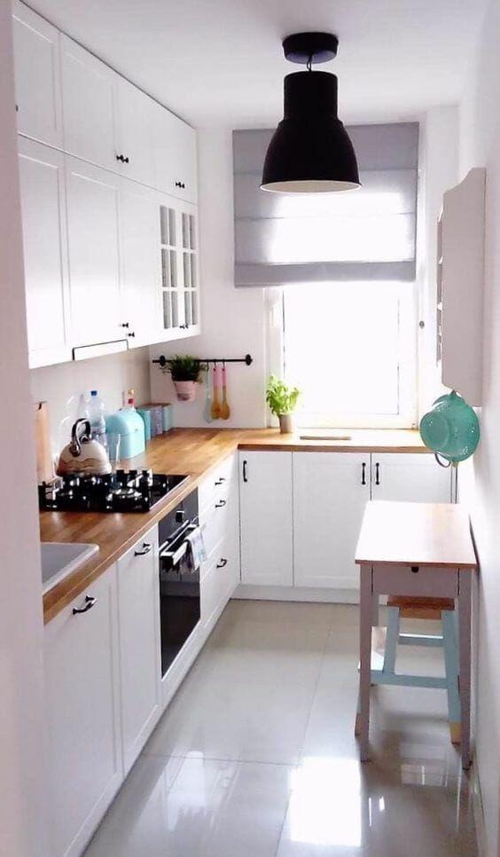 Biala Kuchnia Z Drewnianym Blatem I Czarnymi Uchwytami Small Kitchen Decor Kitchen Remodel Small Long Narrow Kitchen