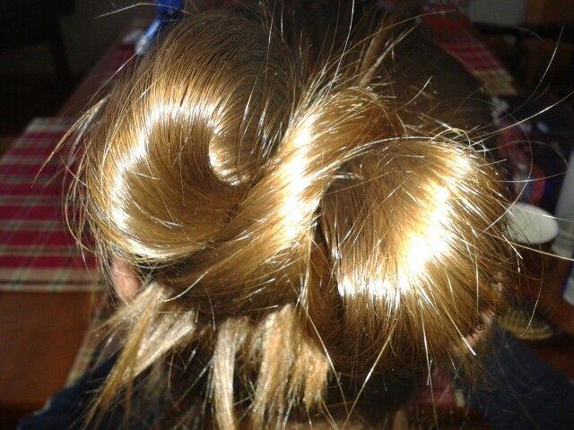 Eine Schleife in den Haaren Eine schne Frisur fr