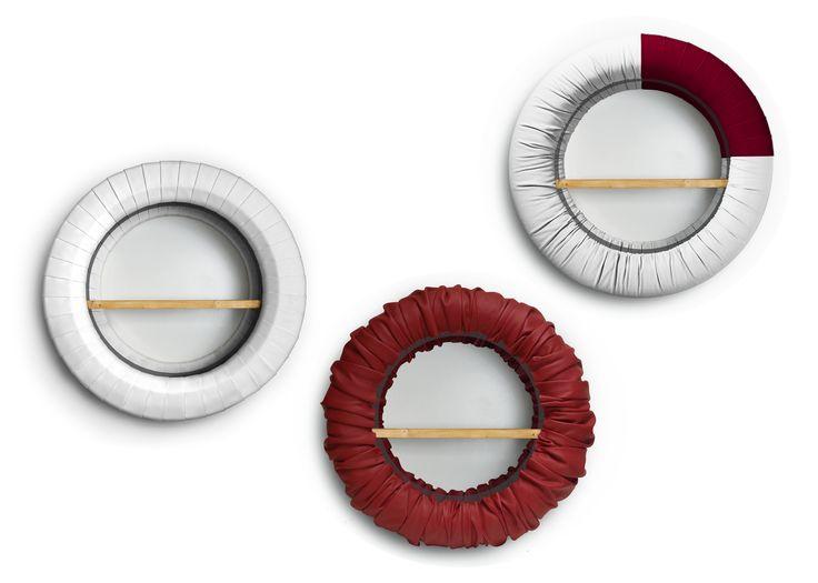 Tireschelf  Pouf realizzati rivestendo di similpelle vecchi pneumatici usati.  #riciclo #recupero #design #pneumatico Dimensioni: diametro 65cm                                            spessore 25 cm