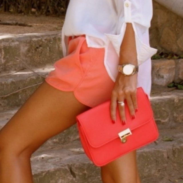 coral and tanColors Combos, Fashion, Style, Clutches, White Shirts, Currently, Summer Colors, Coral Shorts, Bags