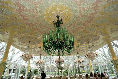 New York-Central Park. Restaurant Tavern on the Green open vanaf januari 2014. Hoe romantisch om met een koets een rondje te maken door het park en dan hier te dineren!