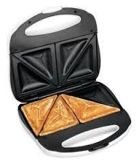 SANDWICHERA: Es una tostadora  especial para tostar  pan de molde con ingredientes dentro .son placas  abombada afianzada alrededor  de sándwich  por medio de una abrazadera.