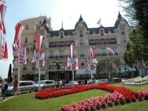 Al via ufficialmente ilGala de l'Artin questo fine settimana, all'Hotel de Parisnella prestigiosa Piazza del Casinò diMontecarlo.Il Gala è un'esposizione di opere d'arte contemporanee, organizzato dallaIori Casa d'Aste.Tutti gli artisti partecipanti al Gala de l'Art,