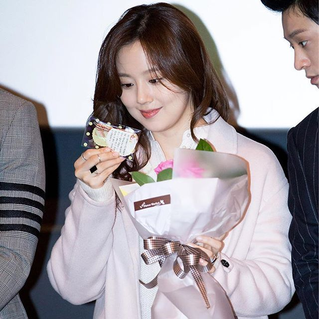 Any news from you would be great, but what I really hope is that you're happy & having fun right now. ❤️ #moonchaewon #문채원 #文彩元