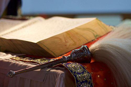 Guru Granth Sahib & Chauri . Sikhismului