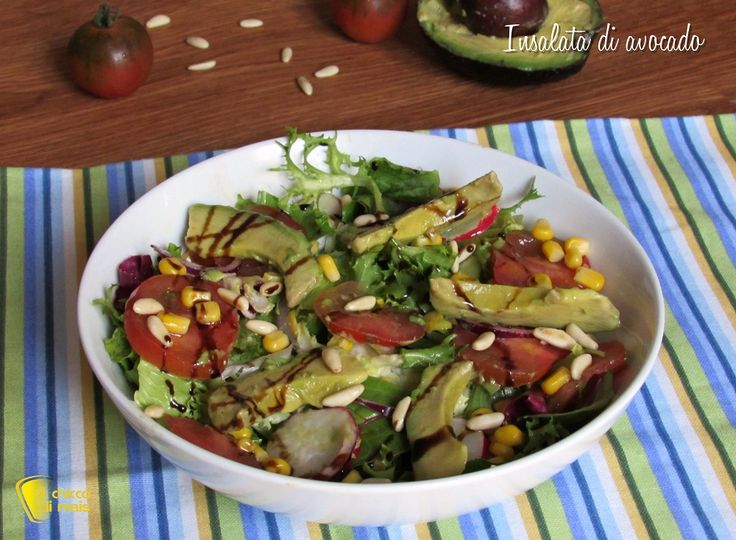 INSALATA DI AVOCADO CON MAIS E PINOLI - CORN AND PINE NUTS AVOCADO SALAD #insalata #insalatona #avocado #pinoli #mais #ravanelli #cipolla #corn #onion #pinenuts #pomodori #tomato #cibo #ricetta #light #sana #dieta #helathy #helathyfood #food #recipe #vegan #vegetarian #vegana #ilchiccodimais http://blog.giallozafferano.it/ilchiccodimais/insalata-avocado-mais-pinoli/