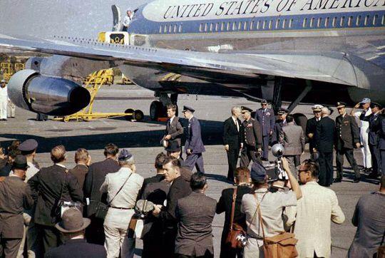 1962. Octobre. By Doug MATHEWS. President John F. Kennedy and Air Force One at Homestead Air Force Base. (image credit: Doug Mathews/ Atterbury-Bakalar Air Museum)