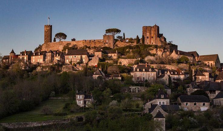 #turenne #nouvelleaquitaine #nelleaquitaine_focus_on #turenne #correze #limousin #bluesky #castle #chateau