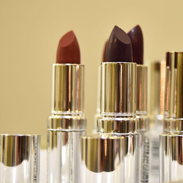 Dark Lipstick is a must for a glamorous Saturday night makeup! 💄💄 #saturday #saturdaynight #makeup #lipstick #darklipstick #seventeencosmetics #beauty #theartofbeauty #lips