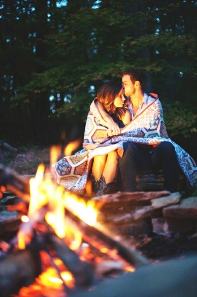 Fall Engagement Photo Ideas and Outfits!