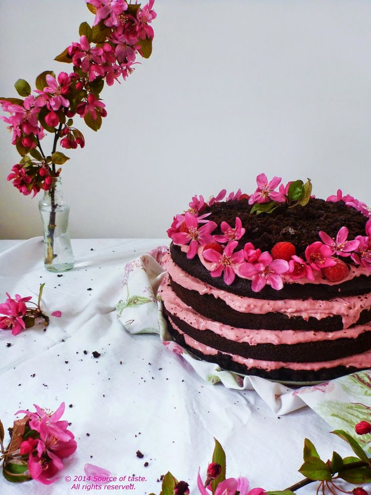 Chocolate cake with mascarpone & raspberries