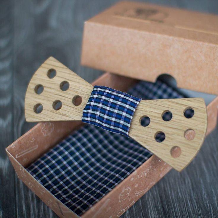 Деревянная галстук-бабочка Illuminant отлично дополнит ваш образ!  Яркая бабочка подходит парням и девушкам. В комплекте платок для нагрудного кармана.  #flinders #bowtie #bow #tie #style #fashion #look #classic #wood #woodwork #handmade #подарки #новогоднийподарок #дарифлиндерс de flinderswoodwork