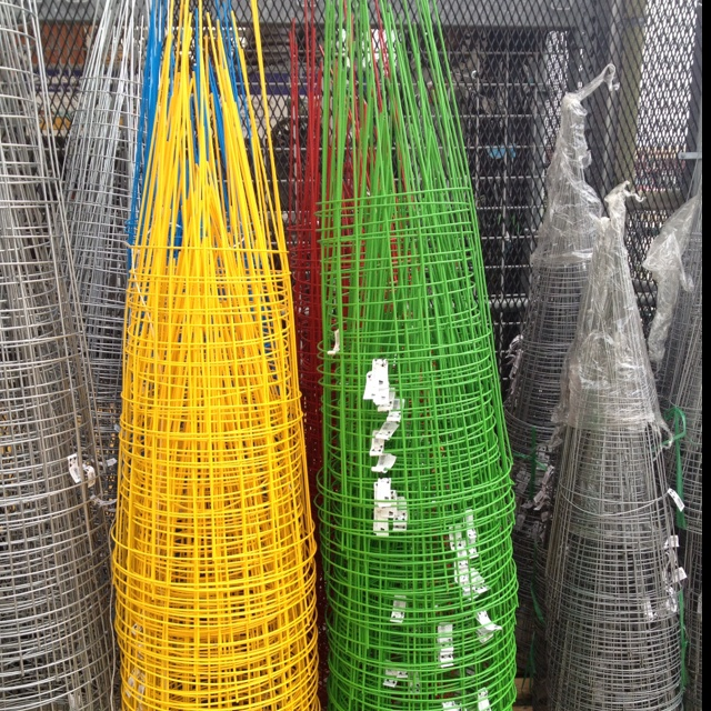 What Can I Do With These Color Tomato Cages Tomato 400 x 300