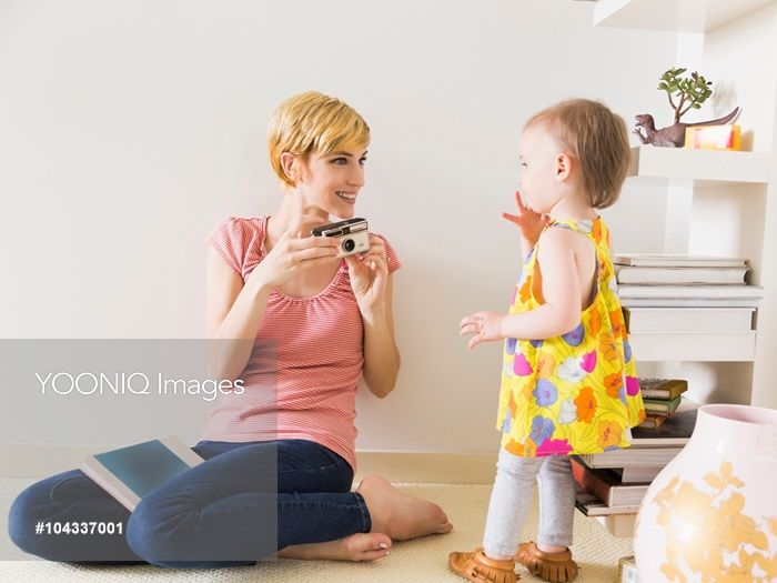 Yooniq images - Mother with baby daughter (12-17 months)