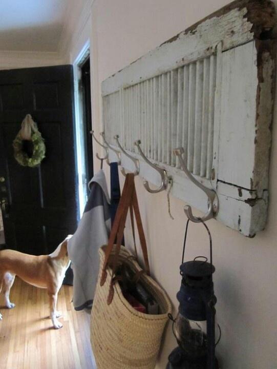 Old shutter: Hanging baskets.vintage. old shutters. persianas antiguas. decoration. decoración