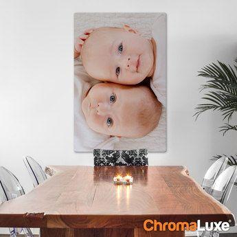 Chromaluxe Fototafel aus Aluminium mit Foto und Text, inklusive Aufsteller oder Aufhängesystem.