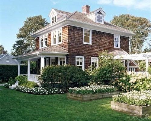 Ava's grandma's house in Maine