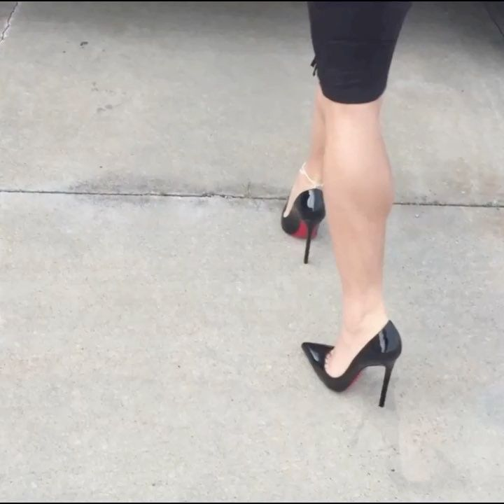Jenny: black pumps, toe cleavage, and great calves
