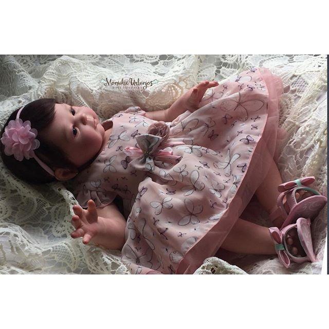 Que sonho!!! A bebê reborn de corpo inteiro em vinil siliconado extra macio - modelo Carmela. Feita especialmente para Ana de Vila Velha ESInformações sobre encomendas:Whatsapp: 011 98106 7631Website: monickieurbanjos.com.brEmail: moniurbanjos@gmail.