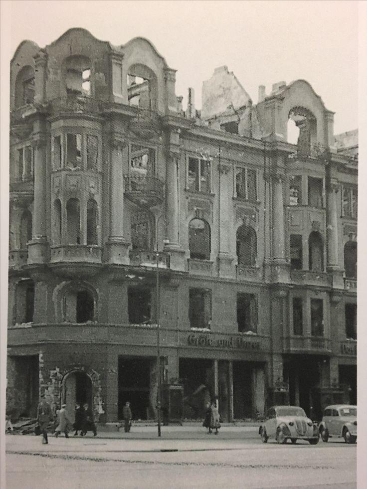 """Königsberg i. Pr. - """"Das Haus der Bücher"""" GRÄFE UND UNZER am Paradeplatz 6, Ruine der Buchhandlung nach dem nächtlichen Bombenangriff der Royal Air Force, 29./30.08.1944"""