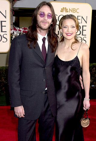 Kate Hudson and Chris Robinson The actress married The Black Crowes singer on New Year's Eve in 2000, when she was 21 years old. They welcomed son Ryder in 2004, but divorced less than four years later in October 2007.   Read more: http://www.usmagazine.com/celebrity-news/pictures/stars-who-wed-too-young-200919/2854#ixzz2khefm4Cd  Follow us: @Us Weekly on Twitter | usweekly on Facebook