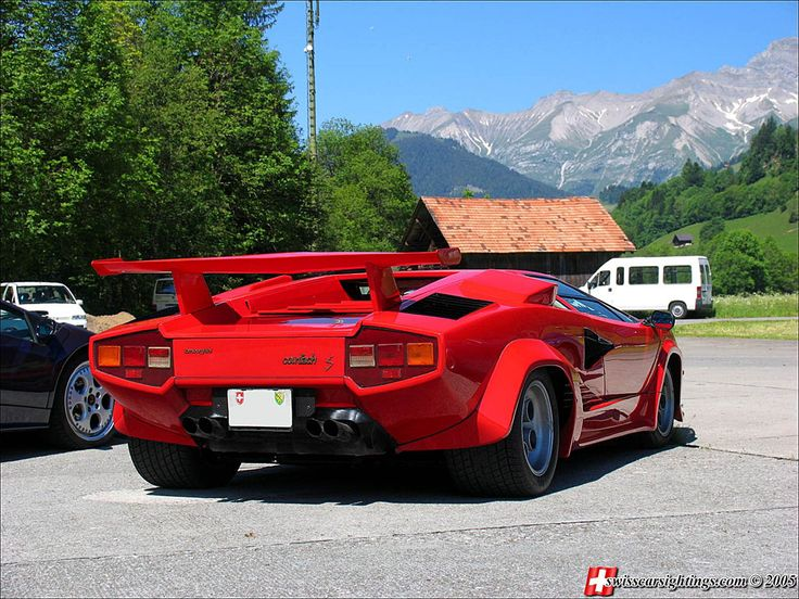 The LP400 S was the first factory production Countach to use the very wide 335mm Pirelli tyres ...