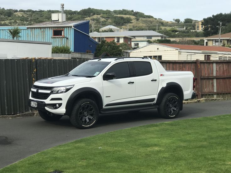 "Holden Colorado 2017... 2inch lift on 20"" rims"