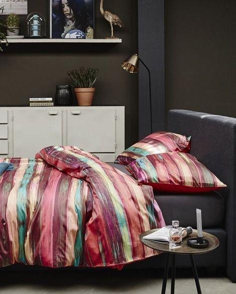 Essenza Kaya,multi overtrek satijn,streep kleur: rood,geel,groen,bordeaux  Slaapkamers, bedtextiel, sierkussens en accessoires  www.theobot.nl