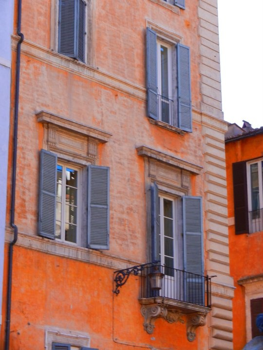 Roma - it looks just like the apt I lived in once upon a time!