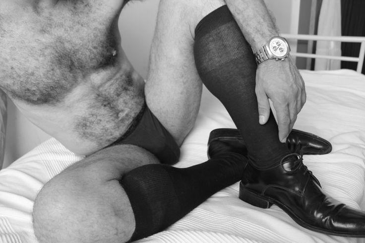 how to wear sock garters