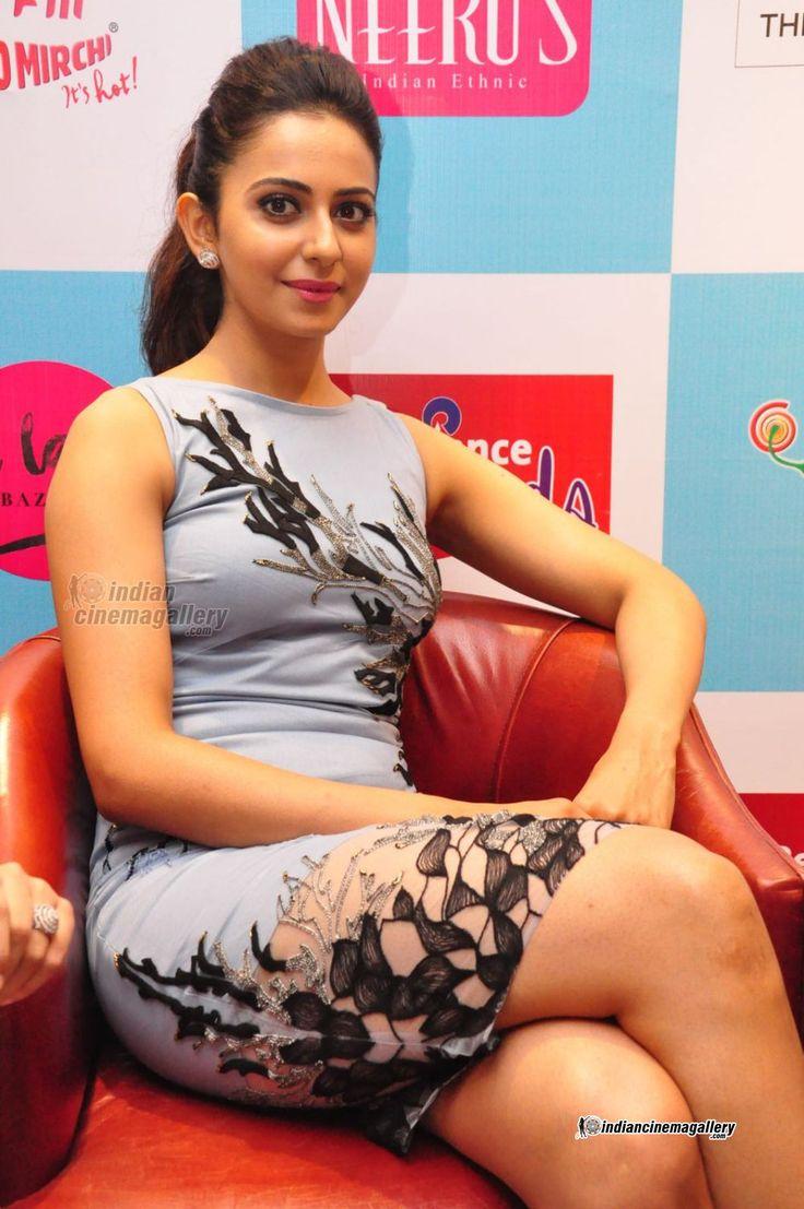 Rakul-Preet-Singh-stills-at-Reliance-Trends-The-Label-Bazaar-Season-2-Launch-(31)