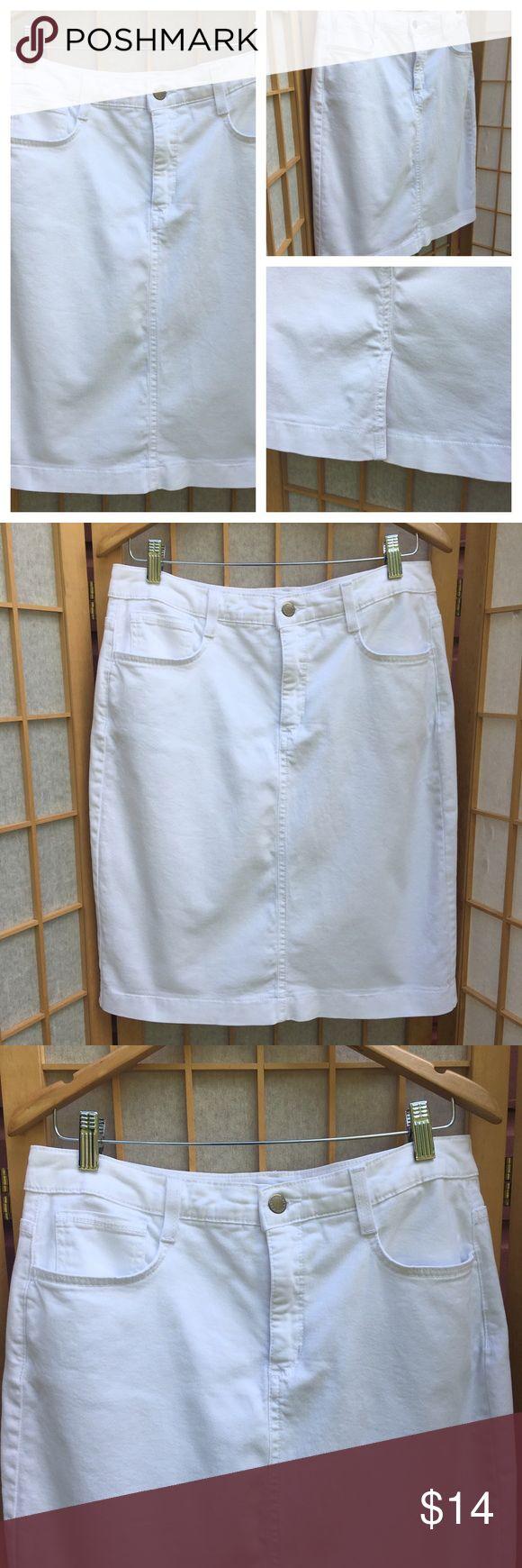 "Jones New York White Jean Pencil Skirt SZ 10 White Jean pencil skirt....two front pockets, two back pockets.....zip up front with button closure....madison skirt from Jones New York Jeans... approximate measurements.     waist 16"".  length 22"". hip 20""....has stretch.... Jones New York Jeans Skirts Pencil"