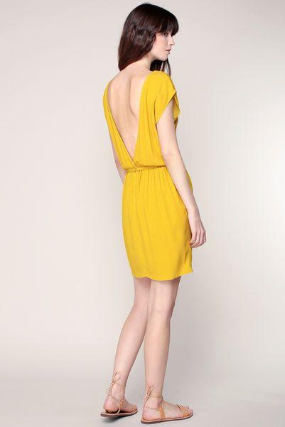 Robe jaune à dos décolleté et ceinture bijou Ketema 2