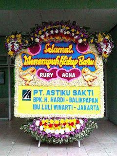 Bunga papan ucapan happy wedding, selamat menempuh hidup baru, selamat berbahagia, congratulations, dll bisa anda kirimkan ke gedung resepsi...