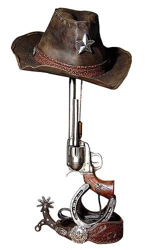 Western Gun Lamp. I need to find a couple of these for my cabin!!