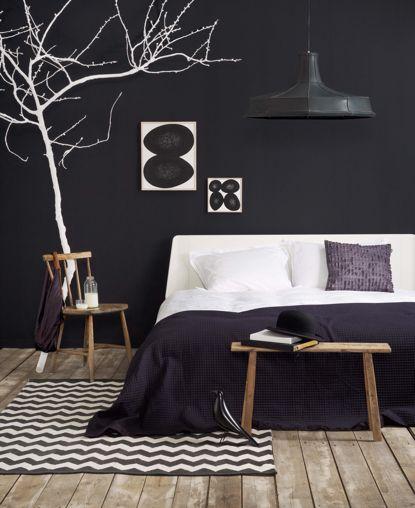 .grigio scuro con albero