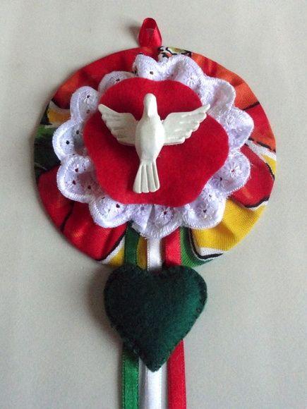 Mandala (Divino Espírito Santo) confeccionada com CD reciclado, tecido, feltro e…